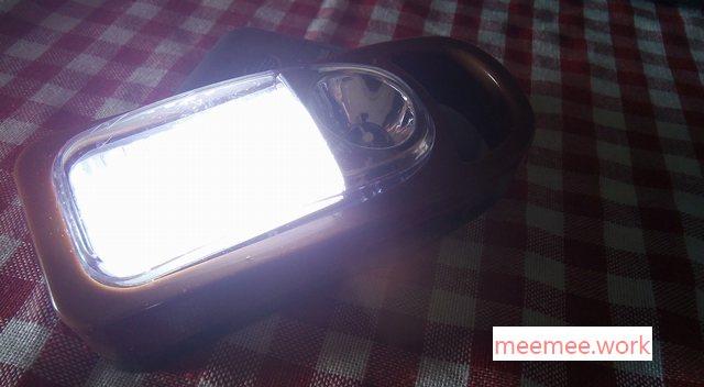 100均ランタンのLED4灯を灯す