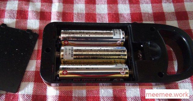 100均ランタンは単三電池3本