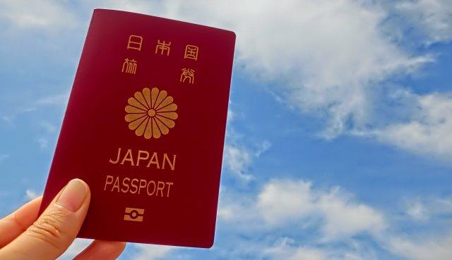 パスポートを受け取る時に必要な書類や金額
