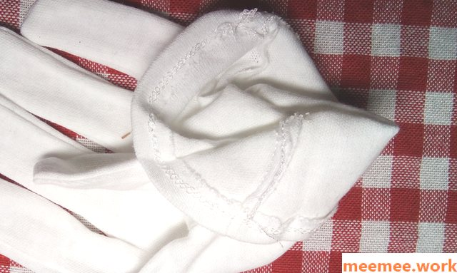 ダイソーの白手袋の縫製、手元側